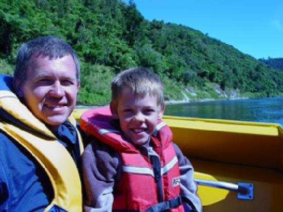 Whanganui River Top 10 Holiday Park: Bridge to no-where journey