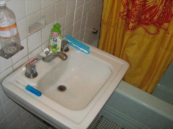 Hostel Moneda: Bathroom