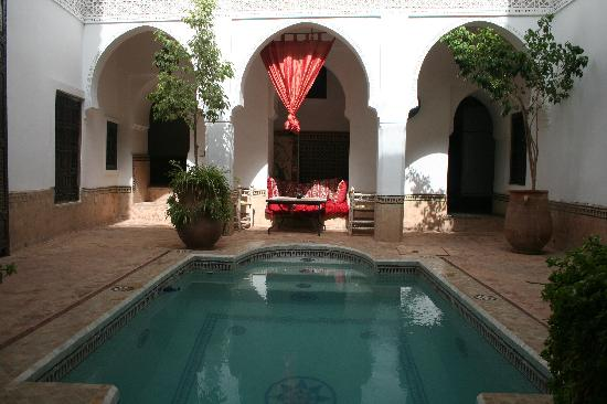 Riad Al Andaluz: dipping pool and courtyard