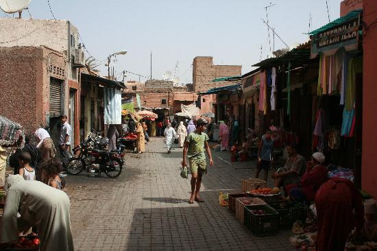 Riad Al Andaluz: walk from bab taghzout to riad