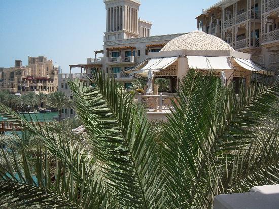 Jumeirah Dar Al Masyaf at Madinat Jumeirah: Blick auf das Al Qasr Hotel & Mina Salam Hotel