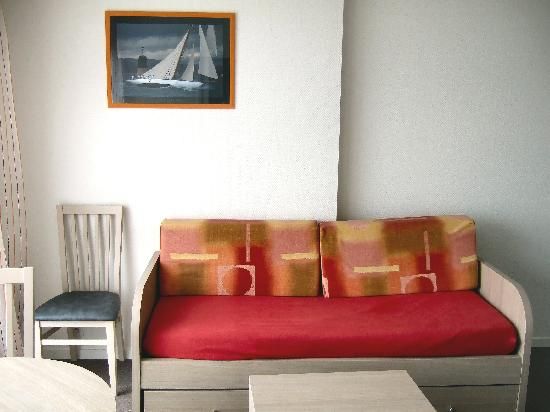 Appart'hotel Odalys Archipel : Settee/sofa bed in living room