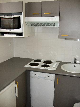 Appart'hotel Odalys Archipel : Kitchen