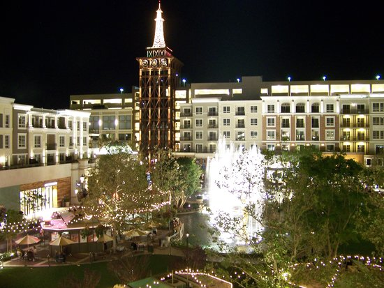 Glendale, CA: Night shot from top floor of Barnes & Noble