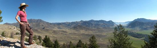 7D Ranch: looking out over Sunligh Basin
