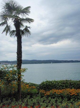 Baden-Wurttemberg, Germany: Paisaje con Lago Constanza de fondo - Isla de Mainau