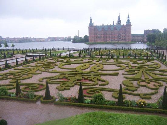 Denmark: Frederiksborg Slot, con bellos jardines