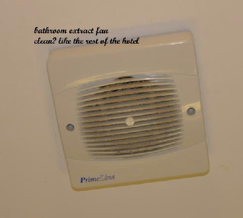 Elstead Hotel: bathroom fan,again a  good clean wouldn't go amiss