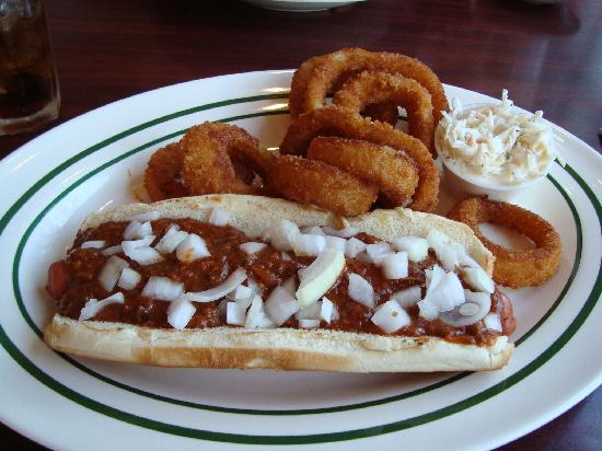 Jerry's Famous Deli : Very good: Chili Dog w/ onion Rings