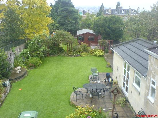 Astor House: Large garden at rear with pleasant views of Bath
