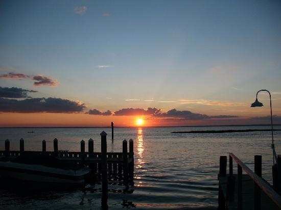 Beach Haven, Νιού Τζέρσεϊ: A beautiful sunset at the New Jersey shore, Long Beach Island (bay side)