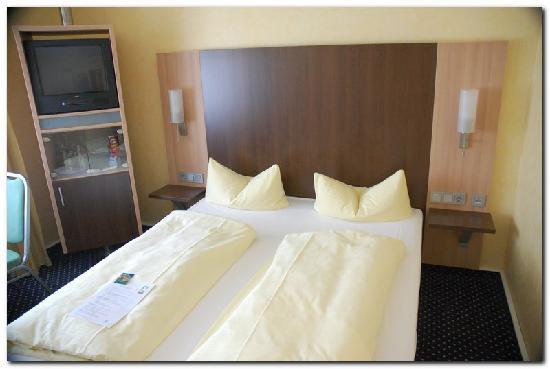 Hotel Rappensberger : Note: no clock / alarm clock / radio