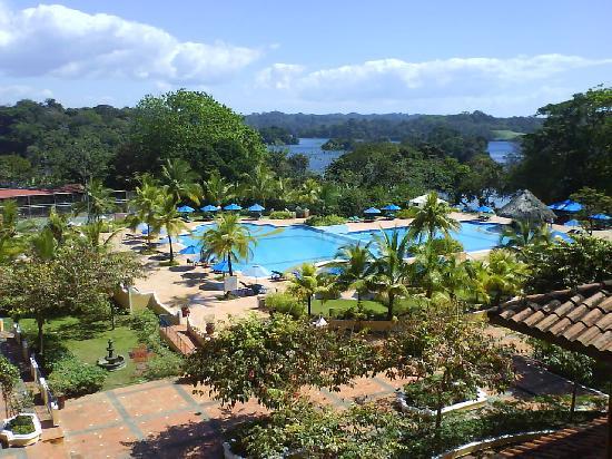 Melia Panama Canal: vista desde la habitación a la piscina y al lago