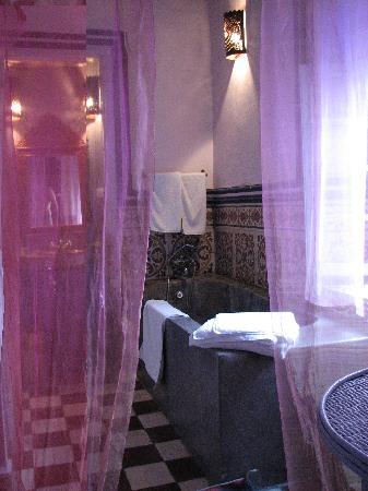 Riad Casa Lila : Our room - bathroom