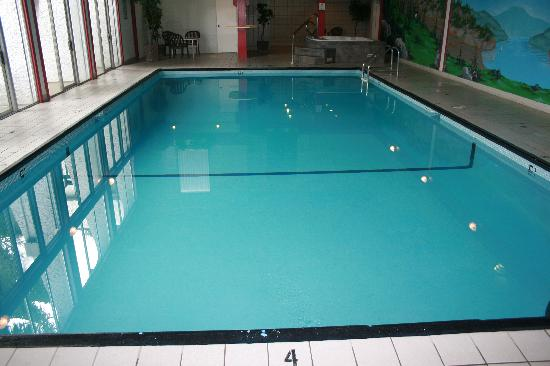 Village Green Hotel: Pool