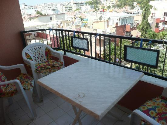 Emre Apartments: balcony