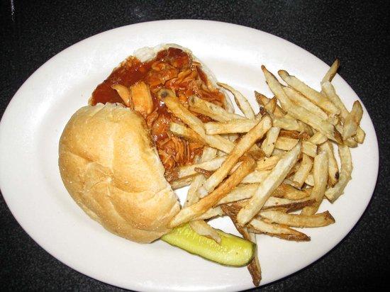 The Farmers Diner Quechee Restaurant: BBQ chicken w/fries (great fries!!!)