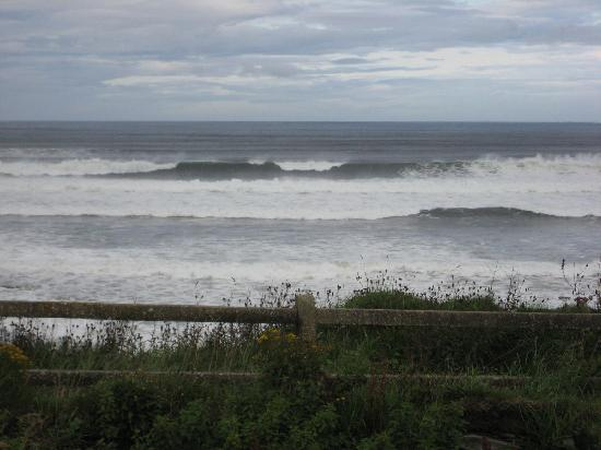 Lahinch strong surf, just 1 block from Craglea Lodge
