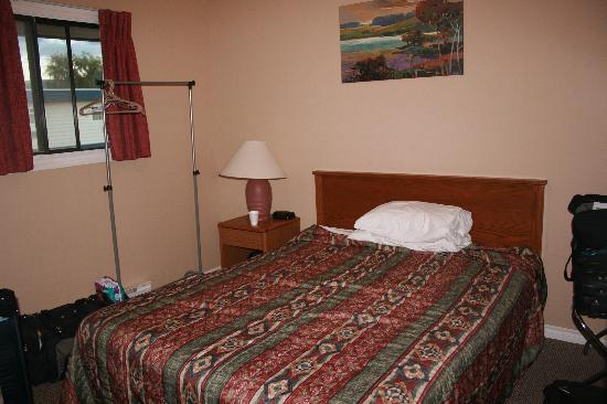 Town and Country Motel: Bedroom