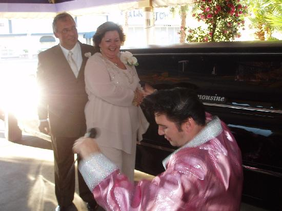 """A Wedding Chapel In Las Vegas: ELVIS!  Serenading us with """"And I Love You So"""".....awwwww!"""