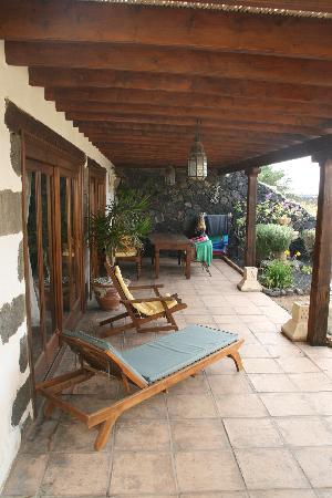 Terraza pergola fotograf a de casa tomaren mozaga for Terrazas rusticas techadas