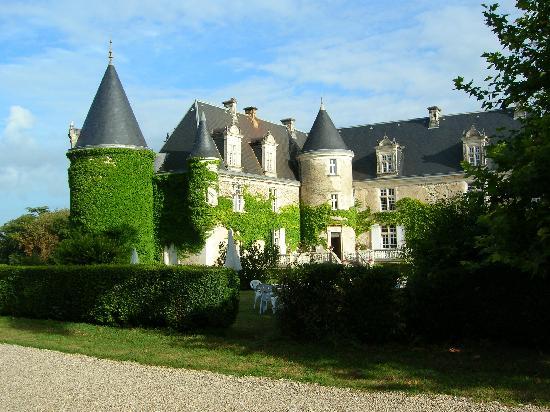 Chateau De La Cote: L'Hotel visto da dietro