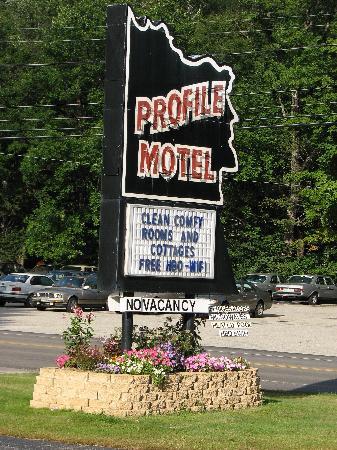 Profile Motel & Cottages: hotel sign