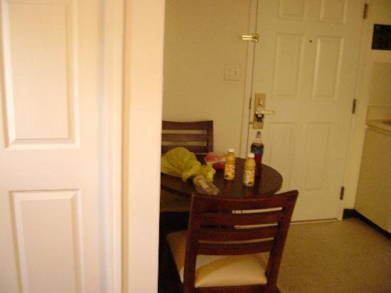 Suburban Extended Stay of Myrtle Beach: Kitchen area, small but does the job table