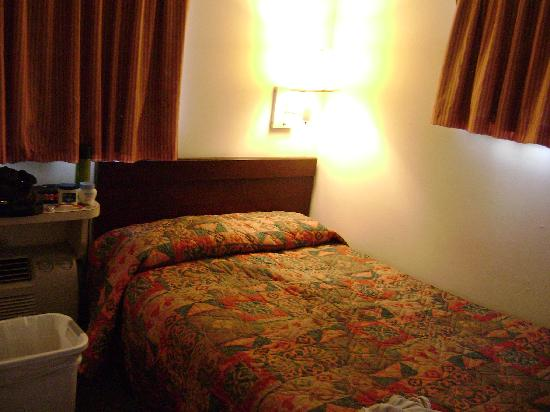 Suburban Extended Stay of Myrtle Beach: Nice size beds for a family of 3