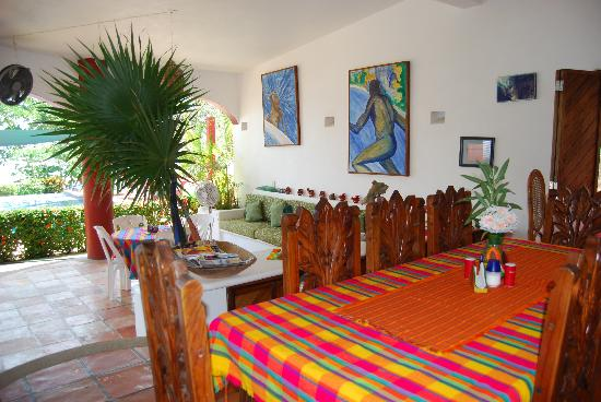 Casa Delfin Sonriente: Dining and Lounge Area