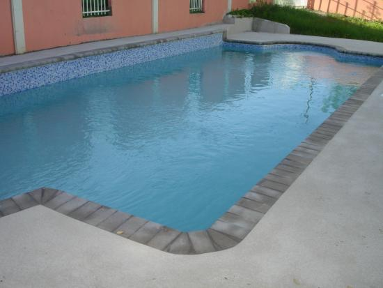 Sullivan's Court Apartments: The pool