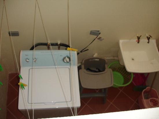 Sullivan's Court Apartments: Laundry room