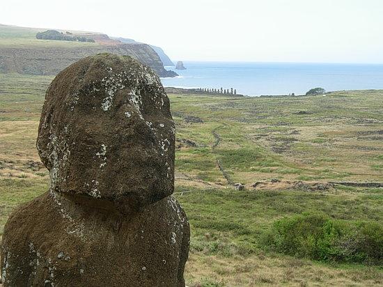 Osterinseln, Chile: Viste de Tongariki desde el Volcán Rano Raraku