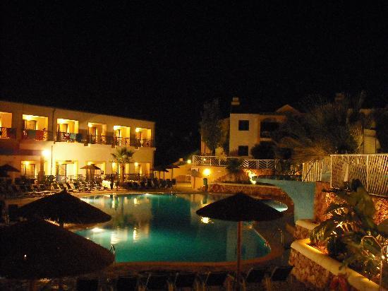 Aparthotel Paradise Club & Spa: Pool View (night)
