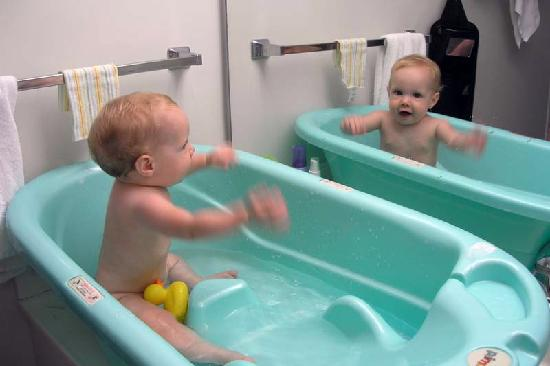 Navy Lodge Pensacola : The bathroom counter (granite or marble) was large enough to hold the baby's tub