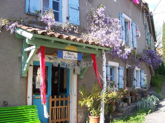 Grealou, Francia: atelier des volets bleus