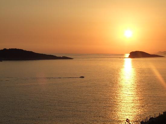 Hotel Croatia Cavtat: Sunset from balcony of room R29