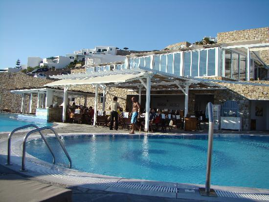 Myconian Imperial Resort: pool and swim-up bar