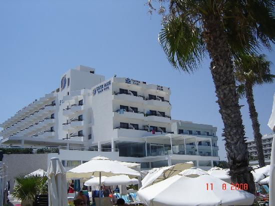 Silver Sands Beach Hotel: View from the beach