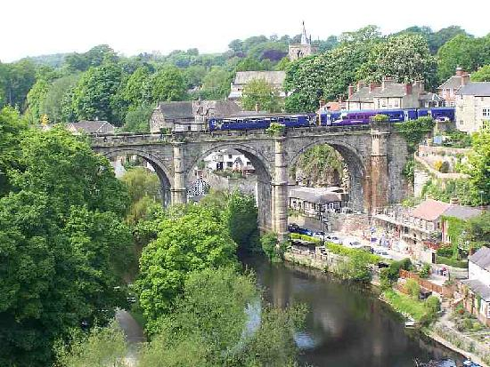 Knaresborough, UK: The iconic railway bridge