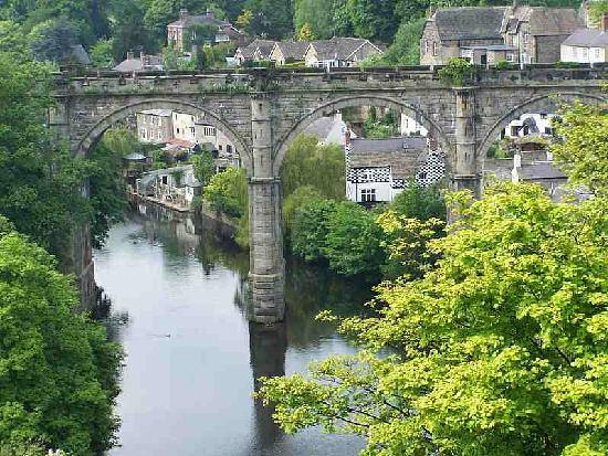 Knaresborough, UK: Close up of famous bridge
