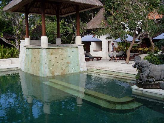 Pool near garden rooms picture of griya santrian sanur for Garden rooms near me
