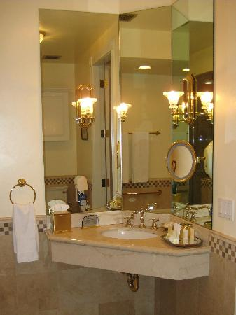 Santa Ynez Inn : Bath Area