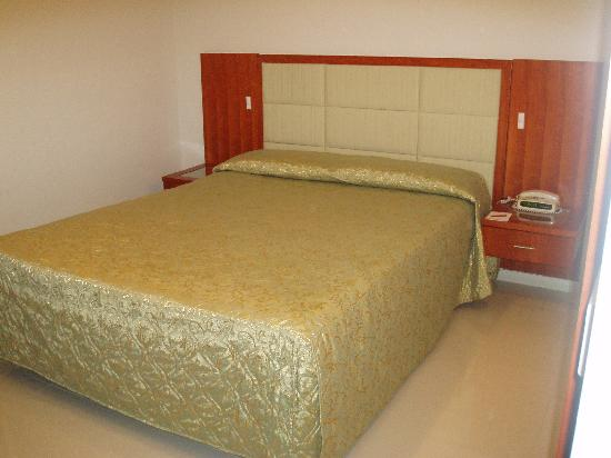 Comfort Inn & Suites Burwood : Master Bedroom