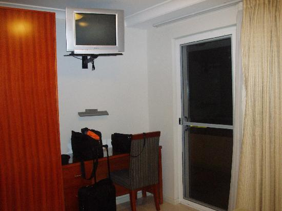 Comfort Inn & Suites Burwood: Mastor Bedroom TV