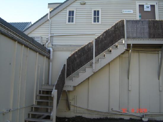 Copperfield Seaside Motel: Getting upstairs