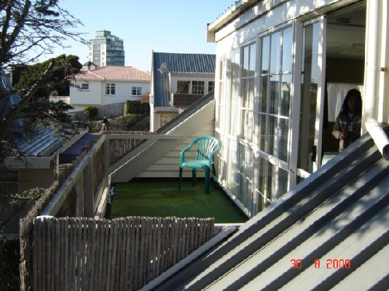 Copperfield Seaside Motel: Balcony on upstairs units
