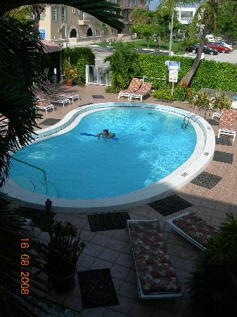 Shore Haven Resort Inn : Pool