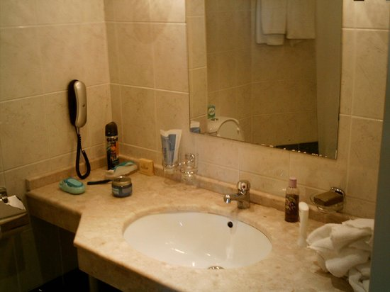 Edelweiss Hotel: bathroom