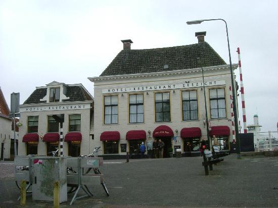 Hotel Zeezicht: front view of hotel